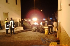 17.03.2004 - Auto prallt gegen Hauswand