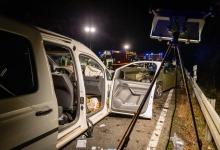Drei Verletzte bei Frontalzusammenstoß auf der B8